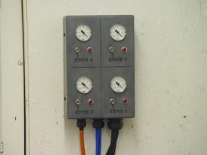 Vacuum gauges and controlsDetail of vacuum motor mount:4 motors mounted under table