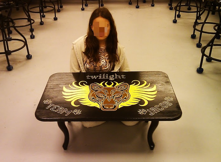 girl w twi table