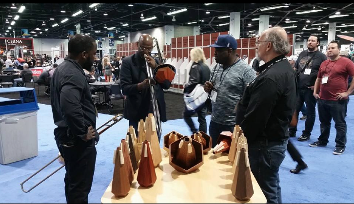 demonstrating mutes at show