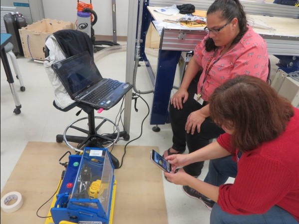 Teachers use Handibot Smart Power Tool to mill 3D molds in machineable wax for a lesson in molding and casting