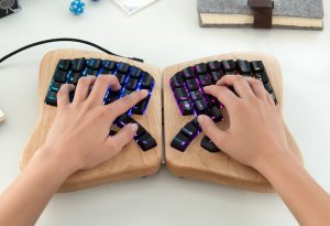 keyboard w hands